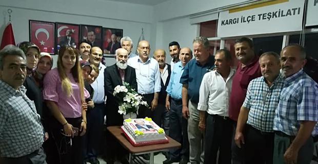 Ak Parti'den pastalı kutlama