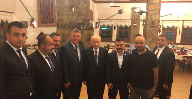 Bahçeli Ülkü Ocakları Başkanlarıyla görüştü