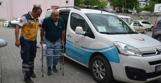 Hastaları sandığa sağlık ekipleri taşıdı