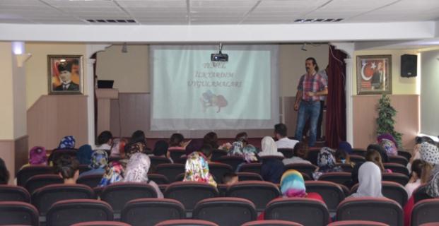 AK Kadınlardan ilkyardım eğitimi
