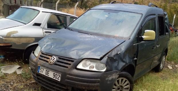 Araç devrildi: 11 kişi yaralandı