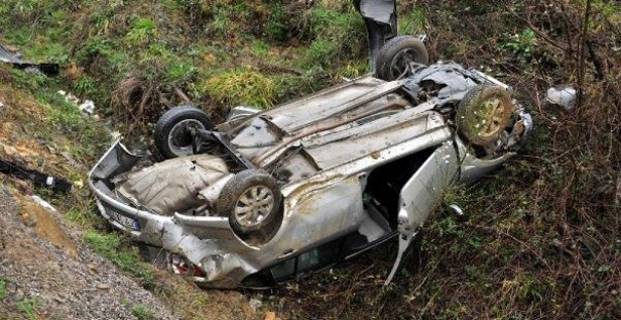 Şarampole yuvarlandı: 3 kişi yaralandı
