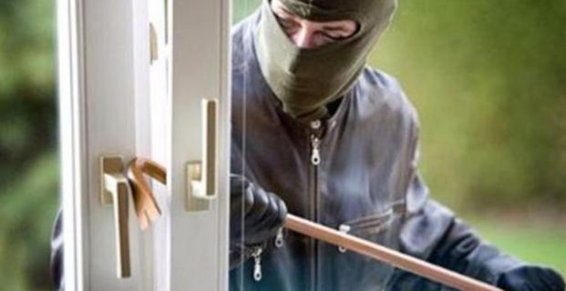Hırsızlar evden 6 bin lira çaldı
