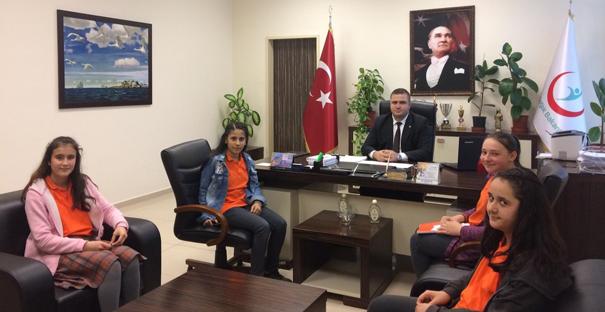 Küçük gazeteciler Başhekim Demir'le röportaj yaptı