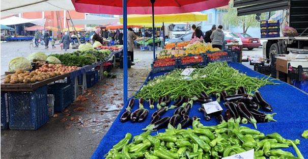 Sebze pazarında canlılık