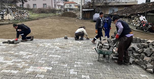 Kargı'da kilit parke taşı çalışmalarına devam