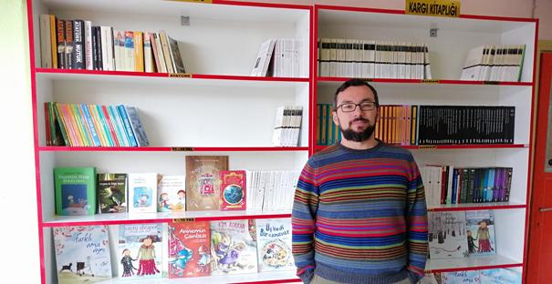 Öğretmen 'Halk Kitaplığı' kurdu