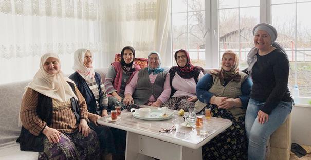 CHP'nin kadın meclis üyesi adayı ev ziyaretlerini sürdürüyor