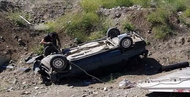 Kargılı baba-oğul kaza yaptı: 1 ölü
