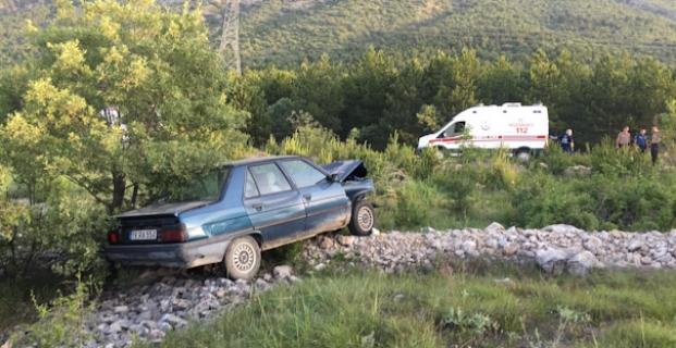 Park halindeki otomobile çarptı: 2 yaralı