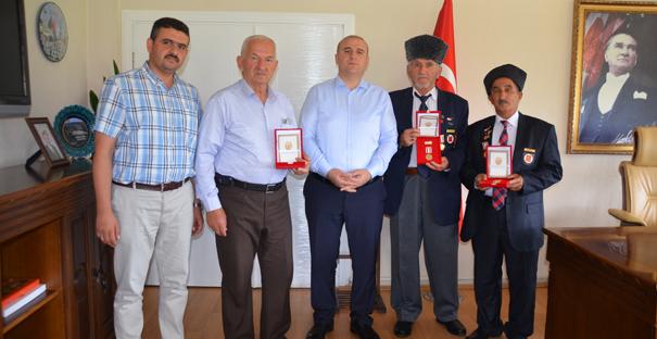 Kargılı Kıbrıs Gazilerine madalya