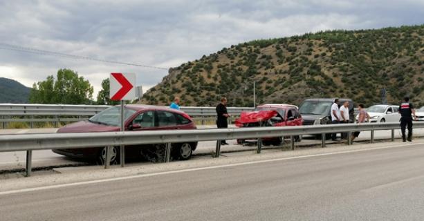 Kargı'da zincirleme kaza: 11 araç birbirine girdi 7 kişi yaralandı
