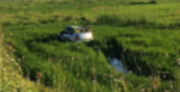 Otomobil çeltik tarlasına uçtu: 1 yaralı