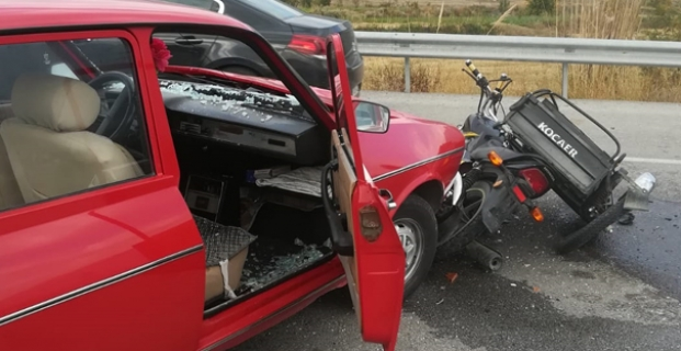 Otomobil ile motosiklet çarpıştı