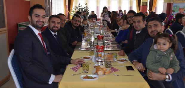 Öğretmenler yemekte bir araya geldi