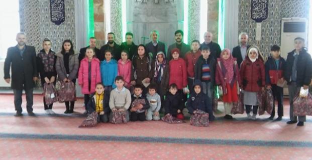 Tatilde camiye gelene ödül