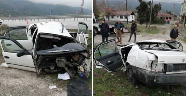 Beton bloğa çarpan araç ikiye bölündü: 4 yaralı
