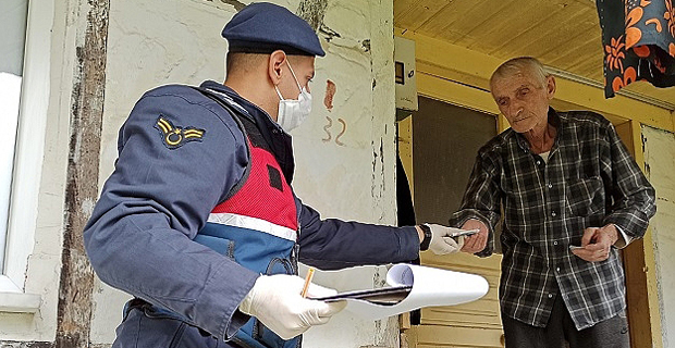 Yardım ve maaşlar evlere teslim ediliyor