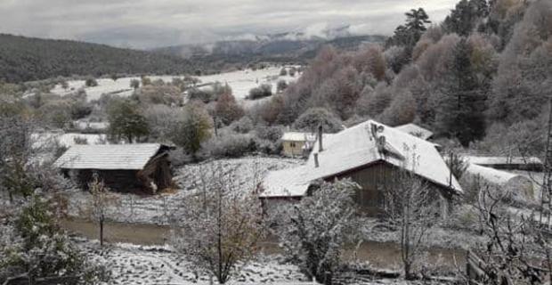 Kargı'ya mevsimin ilk karı yağdı