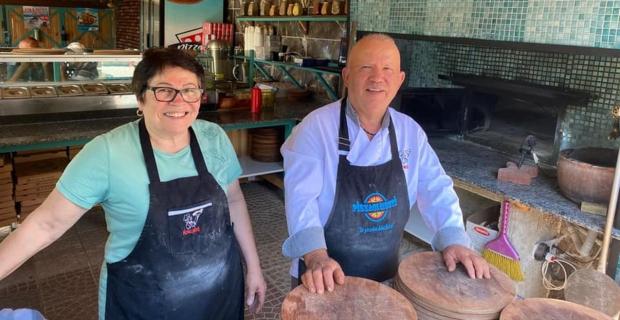 Çetmi Köyü'ndeki pizzacıdan övgü ile bahsetti