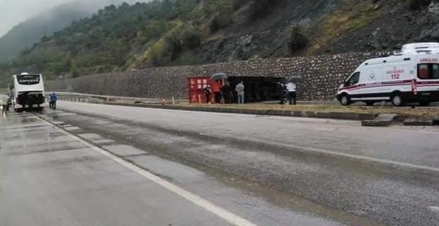 Kargı'da yolcu otobüsü ile TIR çarpıştı