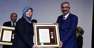 Şehit annesine Devlet Övünç Madalyası