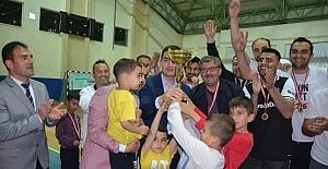 Voleybol turnuvasının şampiyonu Atatürk İlkokulu