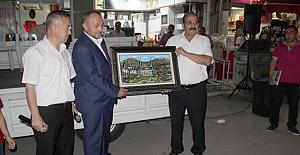 Başkan Şen'den Vaiz Yılmaz'a veda hediyesi