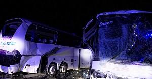İki yolcu otobüsü çarpıştı: 13 yaralı