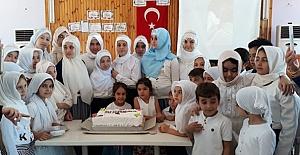 Kur'an-ı Kerim okumaya geçen çocuklara taç takıldı