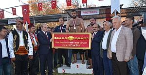 Şampiyon Ünal Karaman