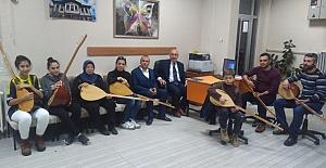 Halk Eğitim Merkezi'nde bağlama kursu açıldı