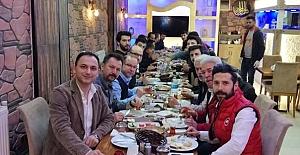 bİstanbuldaki Kargılılar kahvaltıda.../b