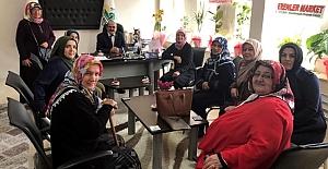 Ak Kadınlardan Başkan Şen'e kutlama