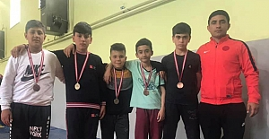 Minik güreşçileri, 5 madalya kazandı