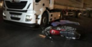 bTIR motosiklete çarptı: 1 yaralı/b