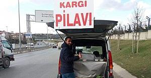 İstanbul'da Kargı pilavı satıyor