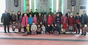 bTatilde camiye gelene ödül/b