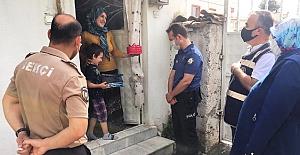 Polislerden küçük çocuğa doğum günü sürprizi