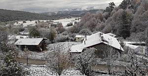 bKargı#039;ya mevsimin ilk karı yağdı/b