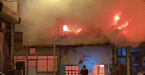 4 dükkan yandı, 3'ü zarar gördü