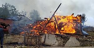 Kargı'da bir samanlık tamamen yandı