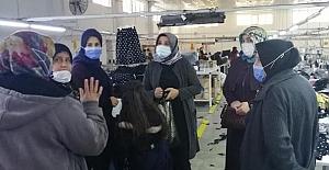 Çalışan kadınları ziyaret ederek, günlerini kutladılar