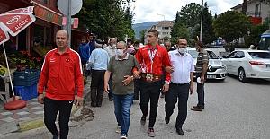 Dünya şampiyonu Rıfat Eren Gıdak'tan çarşıda şampiyonluk turu